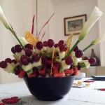 Composta di frutta fresca con cristalli di zucchero e calle 3